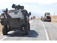 Yüksekova'da sivil aracın geçişi sırasında patlama: 2 yaralı