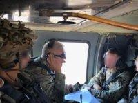 """MSB:""""Suriye'de Fırat'ın Doğusunda Güvenli Bölge birinci safha uygulamaları kapsamında, Türk-ABD'li komutanların iştirak ettiği ilk ortak helikopter uçuşu bugün gerçekleştirildi"""""""
