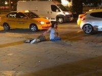 Sokak ortasındaki tartışma kanlı bitti... Defalarca bıçaklayıp, darp edip kaçtılar
