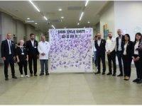 """Kadına şiddete mücadele için """"el boyama"""" etkinliği"""