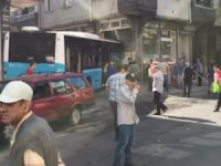 Gaziosmanpaşa'da halk otobüsü evin duvarına çarptı! Faciadan dönüldü...