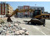 Akdeniz Belediyesi'nin okul ve ibadethalerdeki bakım ve onarım çalışmaları sürüyor