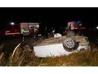 Takla atan otomobil şarampole yuvarlandı: 2 ölü