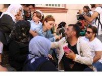 Ahmet Yenilmez'den HDP önünde oturma eylemi yapan ailelere destek ziyareti