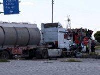 Süt tankeriyle ototmobil çarpıştı: Hayat emniyet müdürünün eşi hayatını kaybetti