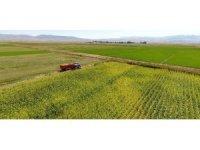 Büyükşehir'den çiftçilere tarım makinesi desteği