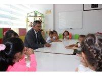 Kaymakam Yavuz, minik öğrencilerin ilk gün heyecanına ortak oldu