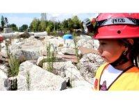 10 yaşındaki Naz gerçeği aratmayan deprem tatbikatına katıldı