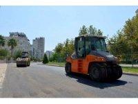 Muratpaşa'da mahalleler sıcak asfaltla kaplanıyor