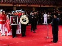 Endonezya'da eski devlet başkanı son yolculuğuna uğurlandı!