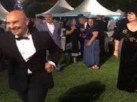 İzmir Büyükşehir Belediye Başkanı Tunç Soyer, dansıyla sosyal medyayı salladı!