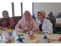 Nevşehirli kadınlar örgü bebek yaparak ev ekonomisine katkı sağlıyor