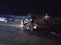 Otomobil beton mikserine arkadan çarptı; 1 yaralı