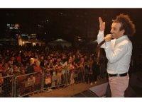 Elazığ'ın meşhur Salçalı Köfte Festivali'nde Oğuz Aksaç sahne aldı