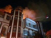 Kastamonu'da 3 katlı konak yandı