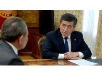 """Kırgızistan Cumhurbaşkanı Ceenbekov'dan """"alfabe"""" açıklaması"""