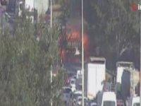 İstanbul'da TEM Otoyolu'nda TIR yangını... Trafik felç oldu!