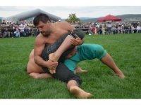 Gümüşhacıköy güreşlerinde Başpehlivan Recep Kara