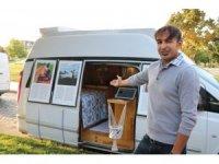 Mevsimlik işçileri fotoğraflamak için bakanlıktaki görevinden istifa edip karavan aldı