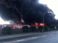 İstanbulluları korkutan yangın! Kimya fabrikası alev alev yandı...
