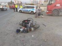 İzmir'de kamyonet ile motosiklet çarpıştı: 1 yaralı