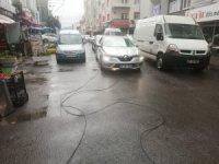 Kopan elektrik telleri araçların üzerine düştü