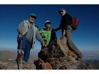 Kayserili 73 yaşındaki gazeteci Bekir Demirağ, Erciyes'e 87. Zirve tırmanışını yaptı