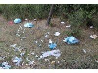 Vali ve Belediye başkanı çocuklar ile birlikte çöp topladı