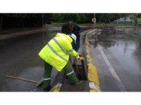 Kocaeli'de aşırı yağışlara karşı mazgallar temizleniyor
