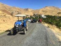 Otomobil, traktöre çarptı: 5 yaralı