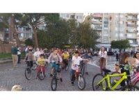 Süslü Kadınlar Bisiklet Turu Bergama'da renkli görüntülere sahne oldu