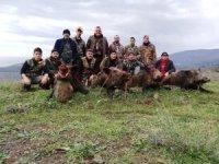 En büyük domuzu vuran avcı ödül aldı