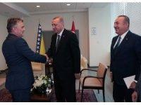 Birleşmiş Milletler 74. Genel Kurulu için New York'ta bulunan Cumhurbaşkanı Recep Tayyip Erdoğan, temasları kapsamında Bosna Hersek Devlet Başkanlığı Konseyi Başkanı Jelyko Komsiç'i kabul etti.