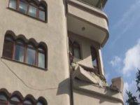 Şişli'de faciadan dönüldü! Artçı depremler sonrası balkon çöktü