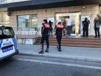 Avcılar'da silahlı banka soygunu... 'Çocuğum hasta' dedi, 30 bin lirayı alıp kaçtı