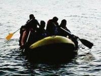 Ege Denizi'nde içerisinde Türkler'in de bulunduğu bot battı!