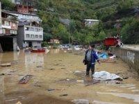 Artvin'de sel felaketi... Dereler taştı, yollar kapandı