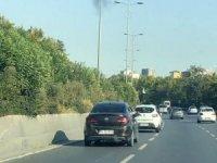 Trafikte şok görüntü... Silahlı şehir magandası işbaşında...