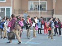 İstanbul'da depremzede öğrencilerin gideceği okullar açıklanmıştı... Öğrenciler ve velilerden servis talebi!
