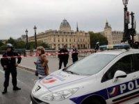Paris'te polislere saldırı: 4 ölü... İçişleri Bakanı, Türkiye ziyaretini erteledi