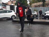 İstanbullular hafta sonuna fırtına ve yağmurla girdi!
