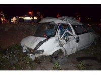Hatay'da minibüs tarlaya yuvarlandı: 10 yaralı