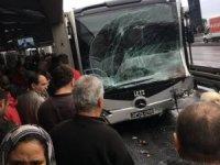 Haramidere'de metrobüs kazası: Yaralılar var...