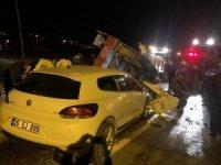 Çankırı'da otomobil traktöre çarptı: 2 ölü