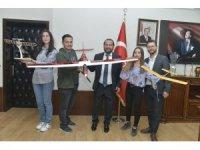 Rektör Akgül'e model uçak hediye edildi