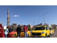 Karslı taksicilerden Barış Pınarı Harekatı'na destek