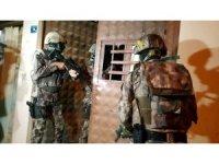Bursa'da bin polisle şafak operasyonu...Gitar içinde uyuşturucu çıktı