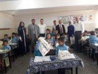Siirt'te 150 öğrenciye kırtasiye yardımı yapıldı