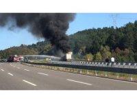 TEM Otoyolu'nda tır yanıyor