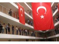 Öğrencilerden Mehmetçiğe bayraklı destek